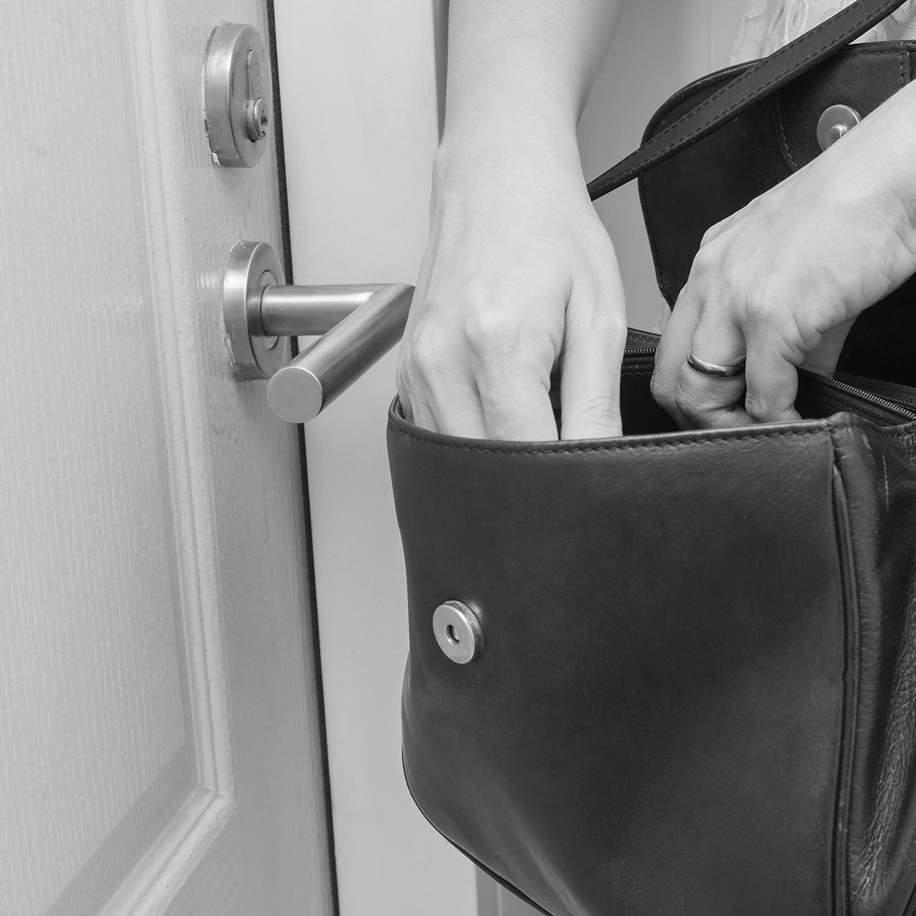 Emergency locksmith services Oldham - Cyro Services