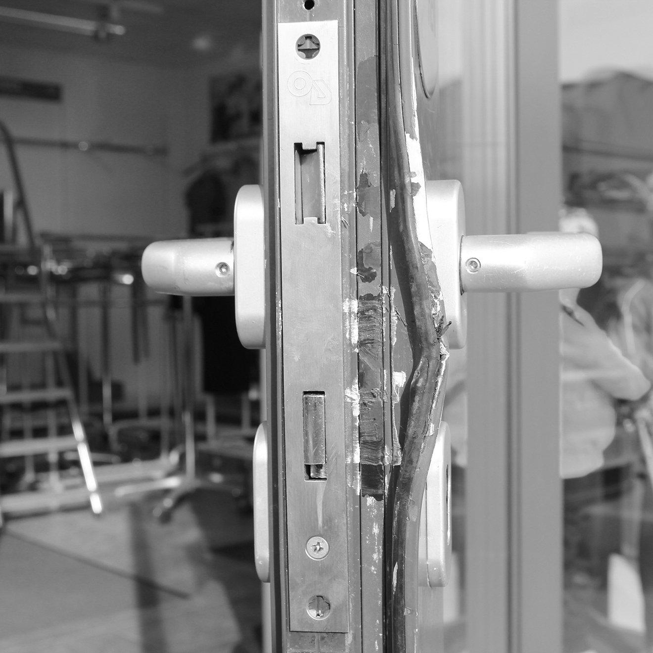 Commercial locksmith Oldham - Cyro Services